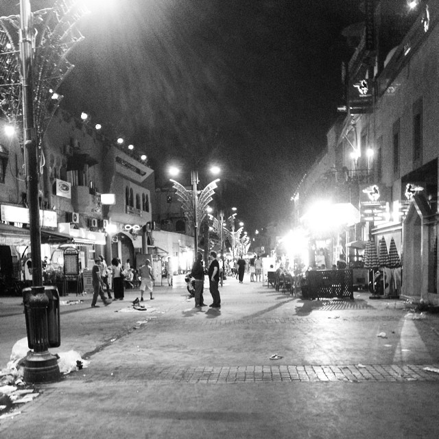 #passportpartyproject day 8 theme is outdoor fun (you're playing right?) this was last night in #marrakech on the street that leads to djem al fna. The time? Right at Iftar. Deserted like a zombie apocalypse! Exploring unknown streets is my kind of outdoor fun!! #morocco #travel #bwphoto @traceyfriley