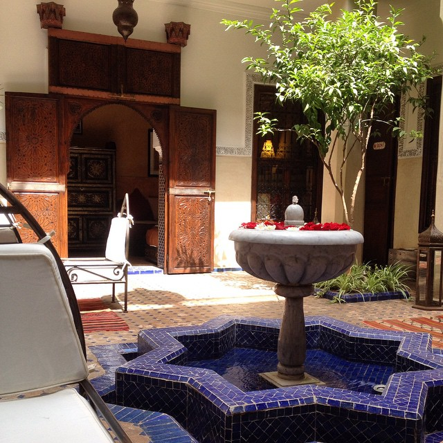 We stopped at this riad to pick up some guests for a #marrakechfoodtour and the smell inside was heavenly!! #Marrakech #Morocco #riad #sleep #stay #medina