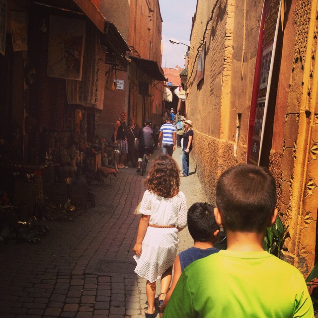 Come for a walk down the streets of #Marrakech and don't forget the kids! #Morocco #familytravel #explore #markets #medina #global #MarrakechFoodTour @pintsizegourmets