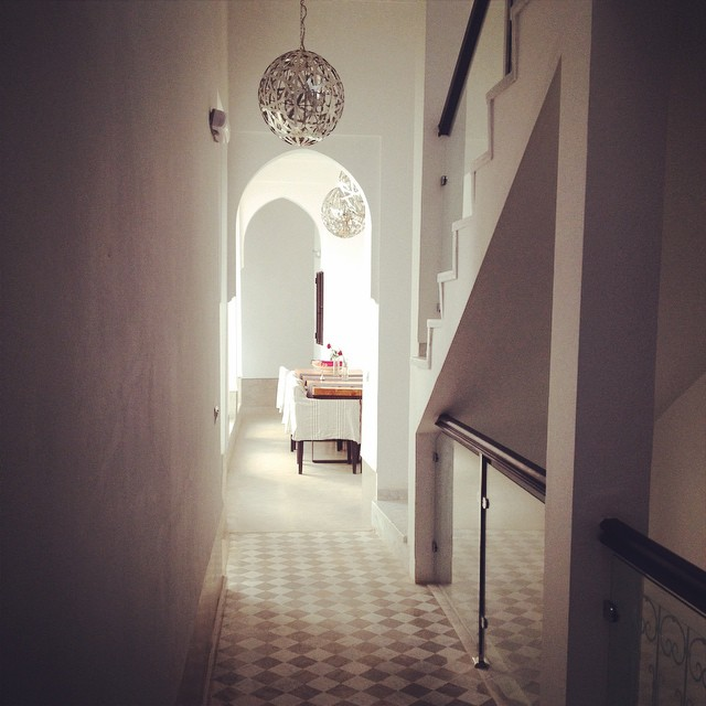 I'm kind of obsessed with this hallway. Simple, clean lines with beautiful #design elements. #marrakech #morocco #medina #riads #travel #lovemorocco #igtravelthursday #arches