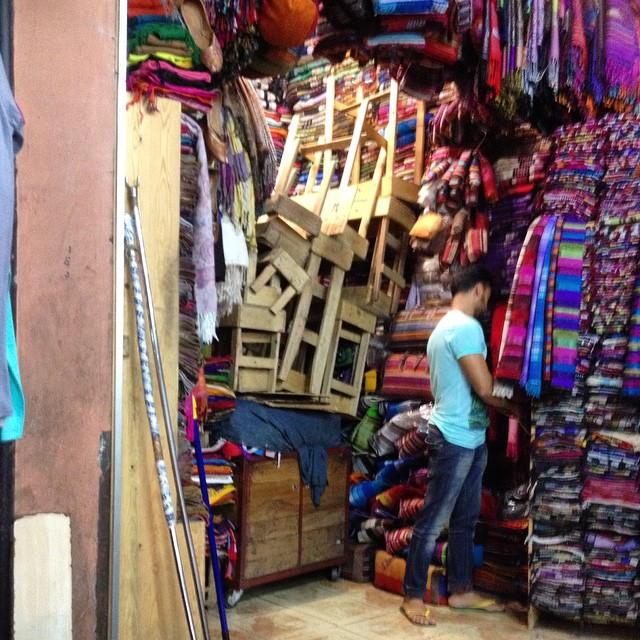 Ever wonder how the #marrakech shopkeepers get everything into their shops at night? #morocco #shopping #magic