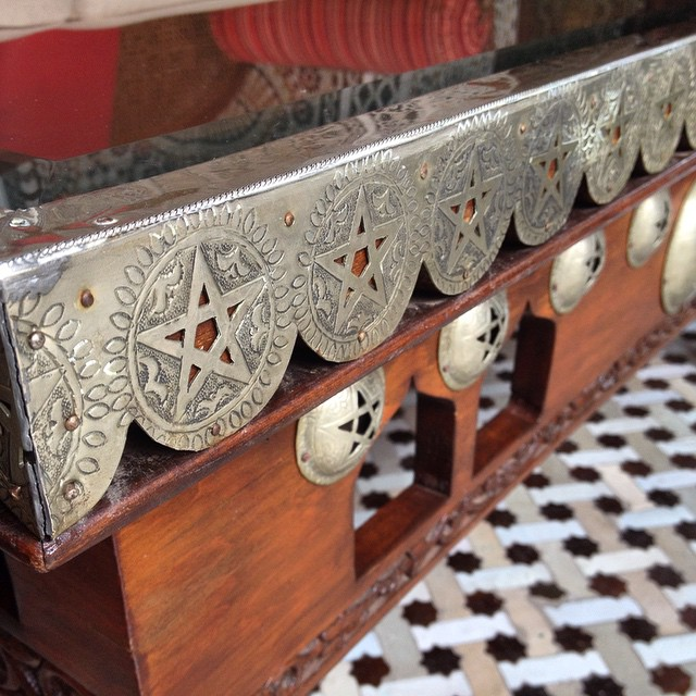 We noticed these cool details on the bottom of a table. I'm so in love with the small details that pop out all the time #Morocco #design #stars #royal #furniture