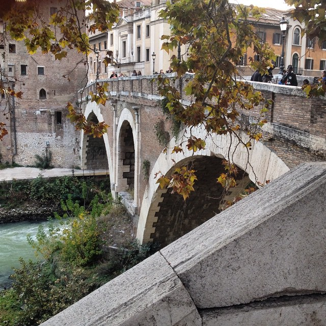 I got to see some autumn leaves in #Rome! This bridge dates more than 2000 years old and crosses the Tiber River. It was our entry point to the @eatingitaly food tour! #foodie #travel #italy #eatingitaly
