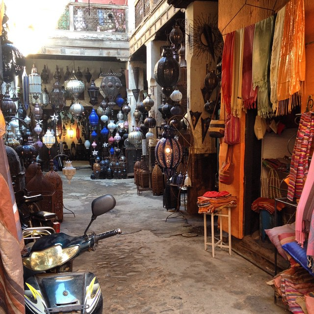In #morocco you never know what might be behind the ugliest door... It's whats on the inside that counts #lifelessons #shopping #wordsofwisdom