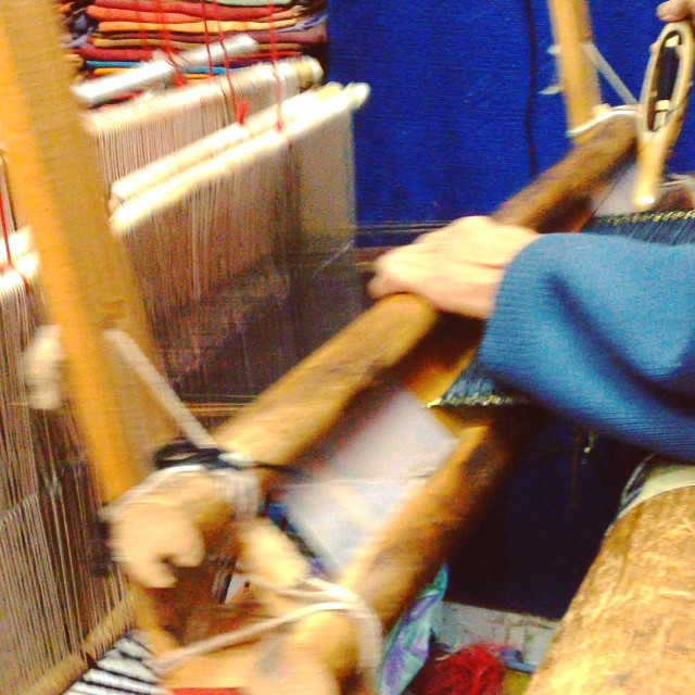 This man is weaving an Amazigh scarf, typically worn for weddings. He used 4 alternating pedals to power the loom. Was so amazing to watch him work. In just about 15 minutes it was complete. #igtravelthursday #Marrakech #Morocco #art #weaving #tradition #igers @wonderful_morocco #lovemorocco