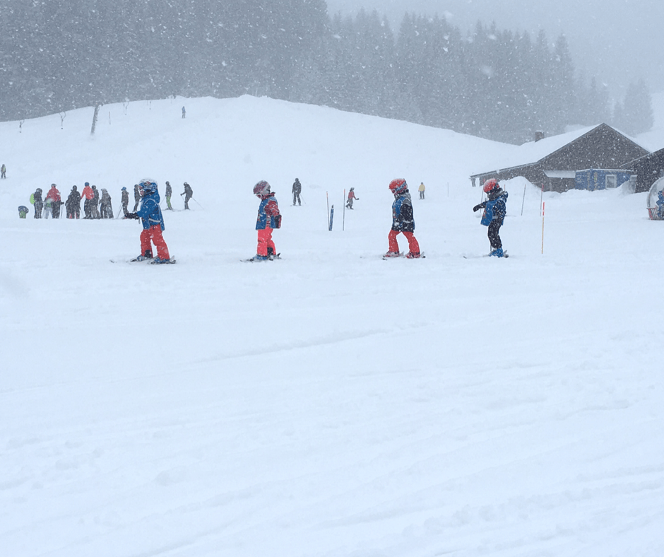 Kid classes for skiing in Austria