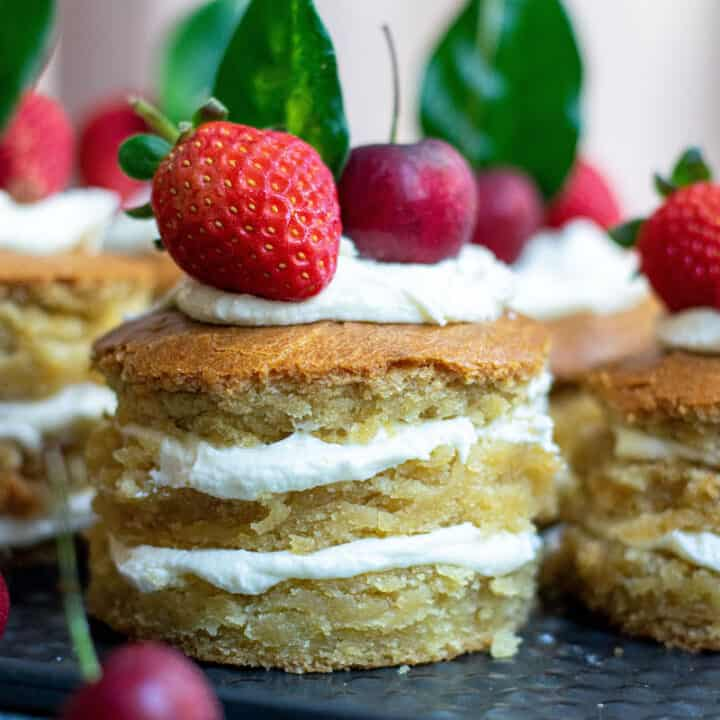 Easy Mini Layer Cakes with Fruit