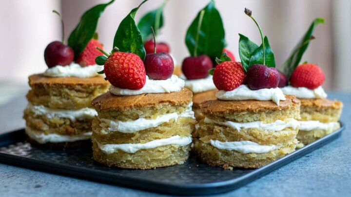 How to Make Mini Layer Cakes for Non-Bakers