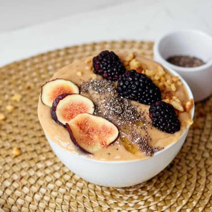 Blackberry Fig Smoothie Bowl